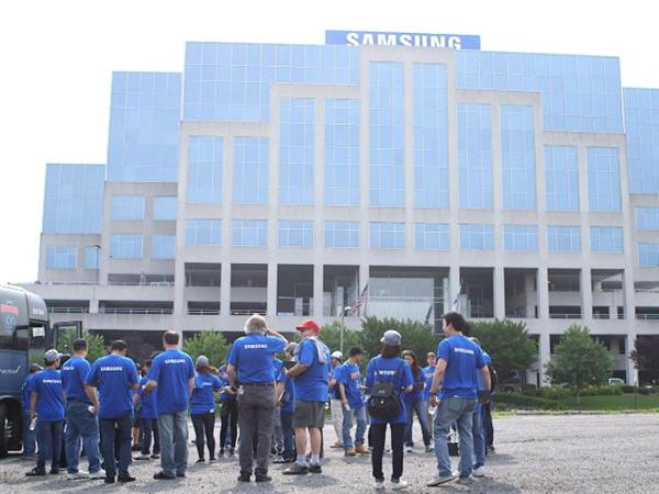 samsung-employees